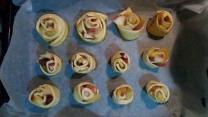 Τριανταφυλλένια-μηλοπιτάκια