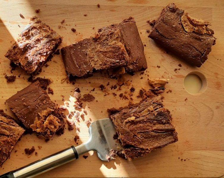 vegan-brownies-fistikovoutiro-geonutrition